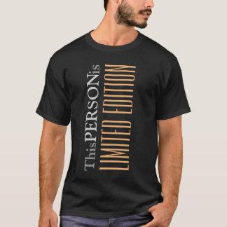 Couverture verticale de cool drôle des textes t-shirt