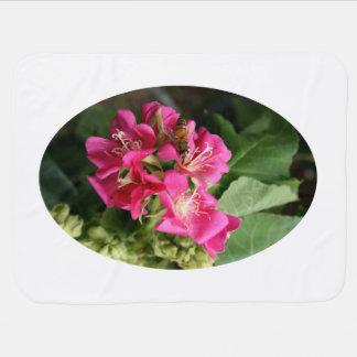 Couvertures Pour Bébé abeille en fleurs multiples roses