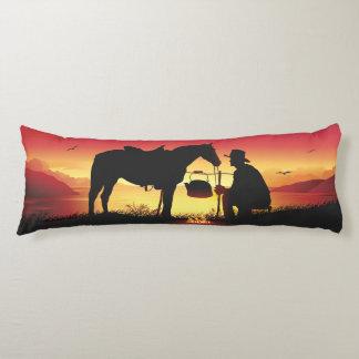 Cowboy et cheval au coussin de corps de coucher du