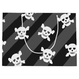 Crâne blanc et os croisés sur les rayures noires grand sac cadeau