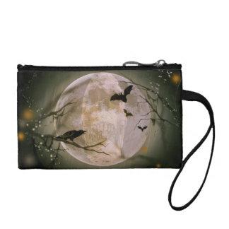 Crâne déplaisant en pleine lune avec les oiseaux porte-monnaie