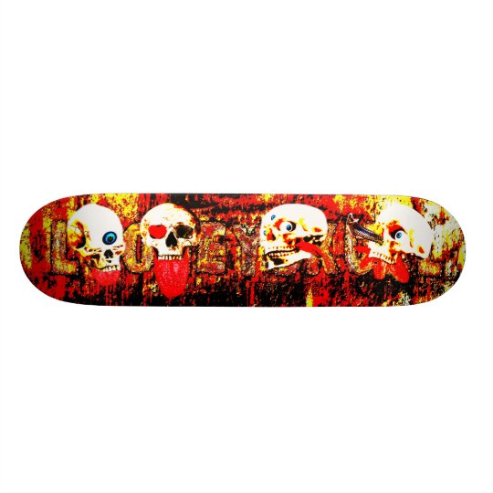 Crânes d'enfer skateboard old school  21,6 cm