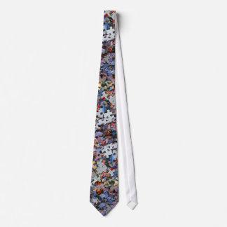 Cravate de morceaux de casse-tête