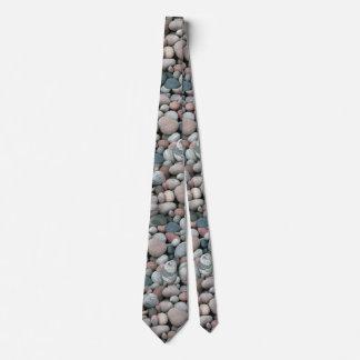 Cravate de motif de roches de rivière