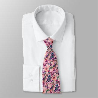 Cravate Motif assez rose de Paisley