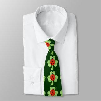 Cravate Shamrock avec le motif de pois et de coccinelle