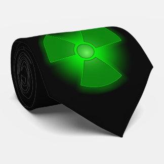 Cravate Symbole rougeoyant vert drôle de radioactivité