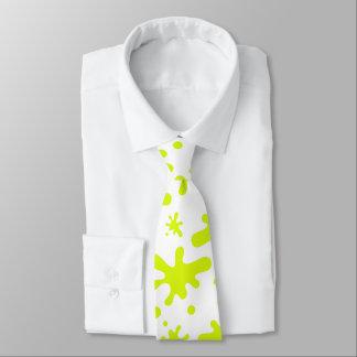 Cravate verte de boue