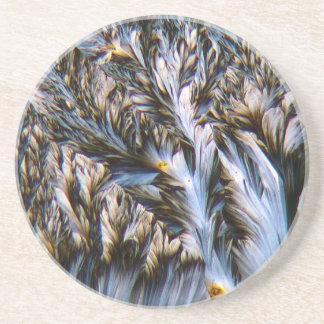 cristaux faits varier le pas, paracétamol sous un dessous de verre en grès