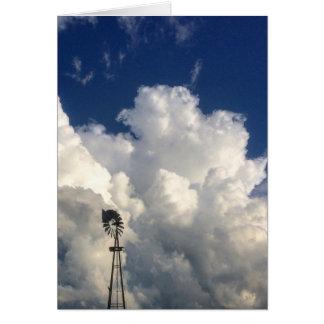 Croix dans la carte vierge de note de nuages