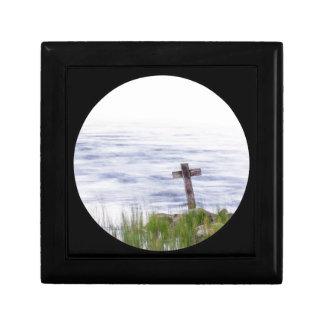Croix par la rivière boîte à souvenirs