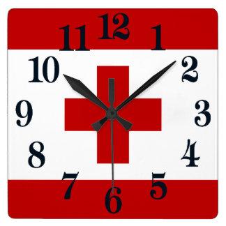 Croix-Rouge de drapeau d'île du Tonga Horloge Carrée