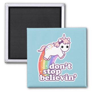 Croyez en licornes magnet carré