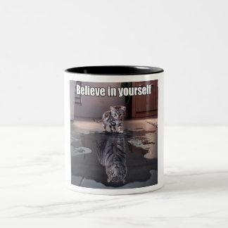 """""""Croyez en vous-même"""" le noir tasse à deux tons de"""