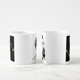 Cru gothique squelettique de tasse de café