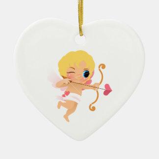 Cupidon environ pour tirer une flèche de coeur ornement cœur en céramique