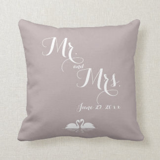Cygnes de M. et de Mme Elegant Grey Wedding Oreiller