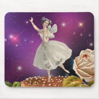 Danse féerique sur un champignon tapis de souris