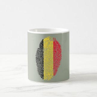 De Belgische vlag van de aanrakingsvingerafdruk Koffiemok