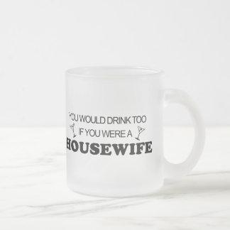 De boissons femme au foyer trop - tasse givré