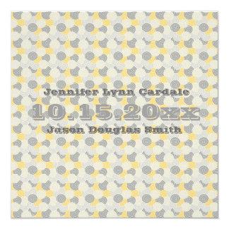 De gele en Grijze Uitnodigingen van het Huwelijk