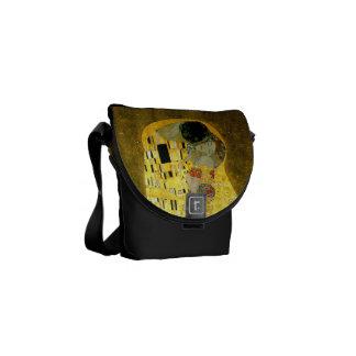 De kus ~ Gustav Klimt Messenger Bags