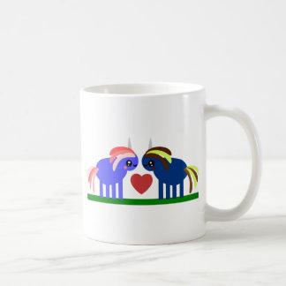 De licorne étrange est amoureuse mug