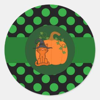 De oranje Heks van de Kat met Pompoen & Groen Stip Ronde Sticker