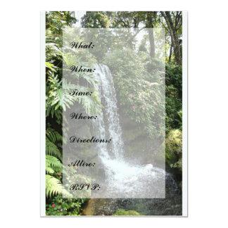 De Uitnodiging van watervallen -- Groot voor