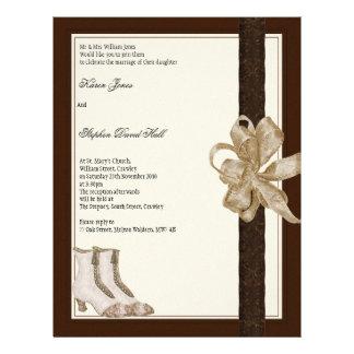 De uitnodigingsvlieger van het huwelijk van bruide