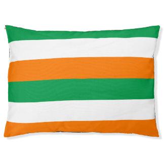 De vlag van Ierland kleurt het Grote OpenluchtBed Hondenbedden