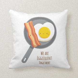 D'Eggcellent coussin mignon de lard et d'oeufs