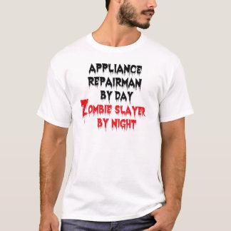 Dépanneur d'appareils par le tueur de zombi de t-shirt