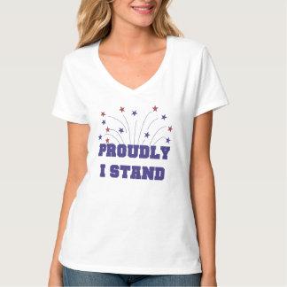 Des étoiles fièrement je tiens le T-shirt