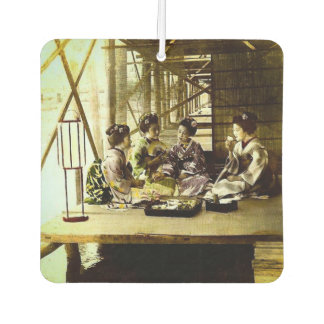 Désodorisant Pour Voiture Geisha vintage dinant ensemble dans le vieux dîner