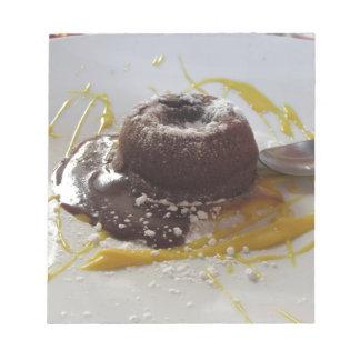 Dessert chaud de gâteau de lave de fondant de blocs notes