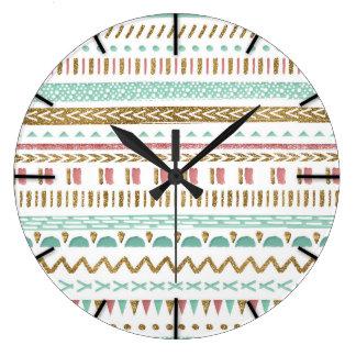 Dessin géométrique aztèque tribal de jolie grande horloge ronde