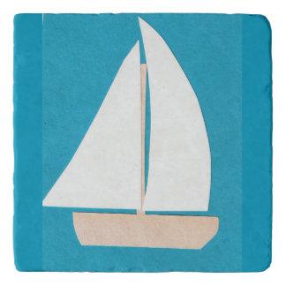 Dessous-de-plat Trépied avec le voilier blanc