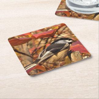 Dessous-de-verre Carré En Papier Feuillage rose d'automne avec l'oiseau de