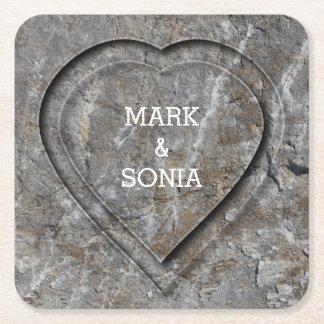 Dessous-de-verre Carré En Papier Jeunes mariés de coeur découpés par pierre
