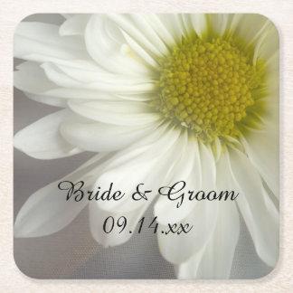 Dessous-de-verre Carré En Papier Marguerite blanche molle sur le mariage gris