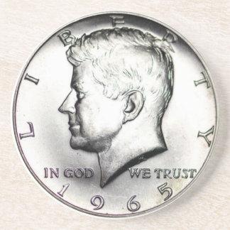 Dessous De Verre En Grès Caboteur d'argent de demi-dollar de Kennedy