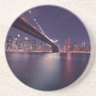 Dessous De Verre En Grès Horizon de nuit de pont de New York City Brooklyn