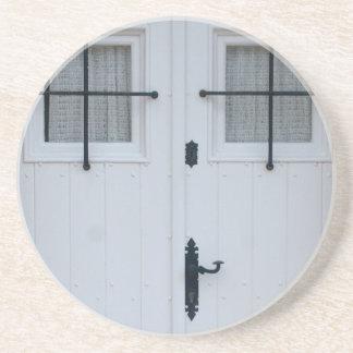 Dessous De Verre En Grès Porte en bois blanche avec les travaux noirs de