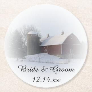 Dessous-de-verre Rond En Papier La neige a couvert le mariage campagnard d'hiver