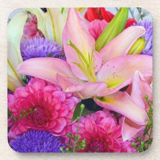 Dessous de verre roses de fleurs de lis et de sous-bocks