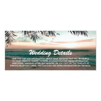 Détails tropicaux de mariage de plage de carte