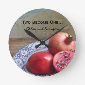 Deux deviennent un mariage personnalisé horloge ronde