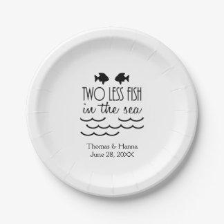 Deux moins de poissons dans le mariage de mer assiettes en papier