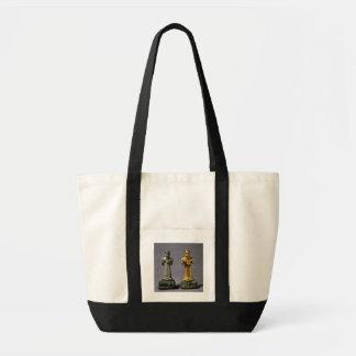 Deux statuettes des hommes portant des offres des  sac en toile impulse